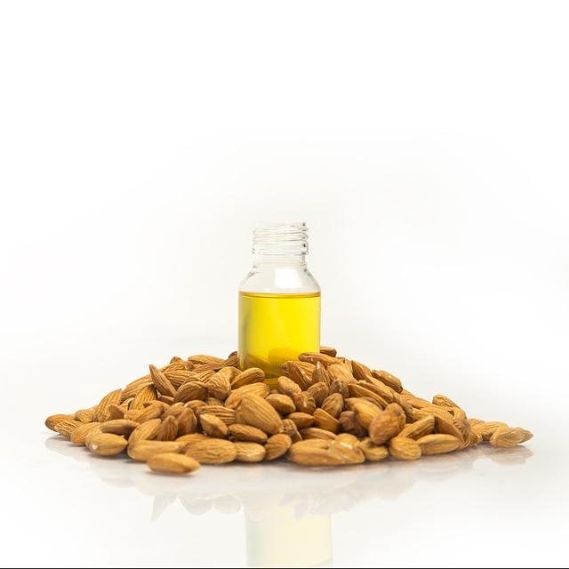 Полезные свойства и как применяют миндальное масло