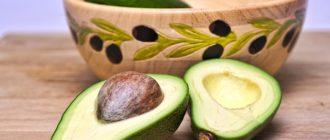 авокадо на столе