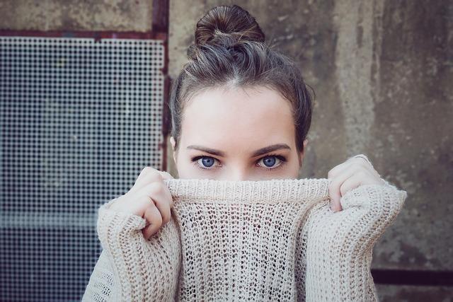 Как использовать масло миндальное для кожи вокруг глаз?