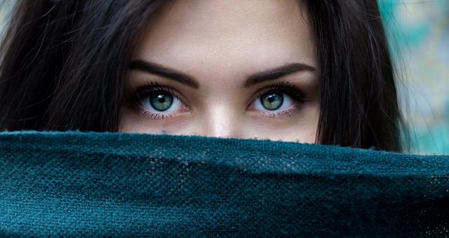 Касторовое масло в косметологии: применение для лица, тела и волос.
