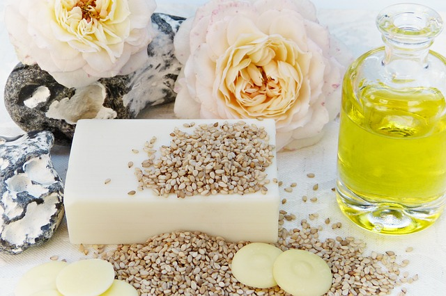 Масло розы дамасской, чайной, амарант, дикой, крымской, москеты: свойства и применение, как сделать розовое масло из лепестков в домашних условиях