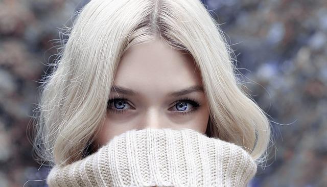 Касторовое масло для молодости кожи вокруг глаз